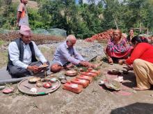 जग पूजा विधि आरम्भ गर्नुहुदै जग्गा दाता श्री तेज प्रसाद पोख्रेल ज्यू